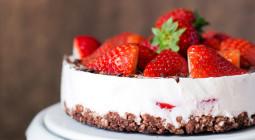 entulínea y tarta de fresones y chocolate